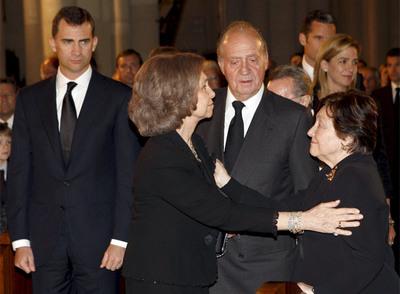 Los Reyes y el príncipe Felipe dan el pésame a la viuda de Calvo-Sotelo, Pilar Ibáñez-Martín