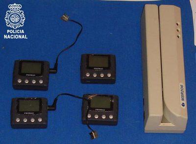 Lectores de banda magnética usados por los delincuentes