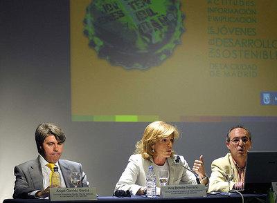 Ana Botella, durante la presentación del informe sobre jóvenes y sostenibilidad.