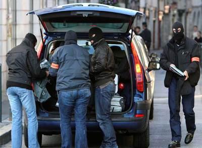 La policía francesase ha intervenido de diferente material en la el registro de la sede de Batasuna en Bayona