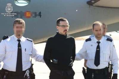 Manex Zubiaga, escoltado por agentes de la Policía Nacional.