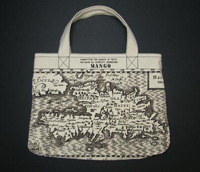 El bolso diseñado por la actriz Scarlett Johansson para la firma Mango, con el fin de ayudar a Haití