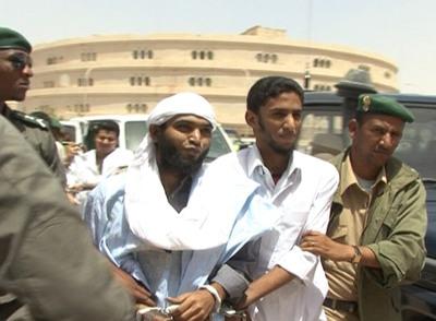 Los presos de Al Qaeda Maroof Ould Haiba y Sidi Ould Sidina, el día de su detención en Nuakchot (Mauritania).