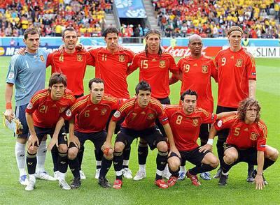 La selección española de fútbol antes del partido de la Eurocopa contra Suecia, el 14 de Junio de 2008.