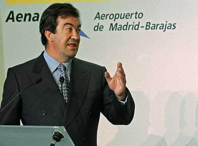 Francisco Álvarez-Cascos, en septiembre de 2002, durante una visita a las obras en el aeropuerto de Barajas.