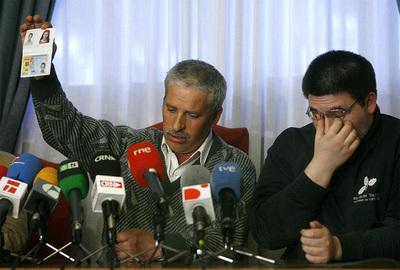 El padre de Cristina y el hermano de Cristina, en la rueda de prensa que han ofrecido en el Ayuntamiento de Seseña tras la confirmación de que el cadáver hallado es el de la niña.