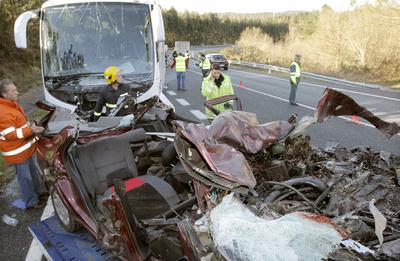 Los dos vehículos que se han visto implicados en el accidente.