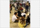 Resignación y largas colas en los aeropuertos españoles