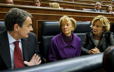 El presidente del Gobierno, José Luis Rodríguez Zapatero, la vicepresidenta María Teresa Fernández de la Vega y la vicepresidenta económica Elena Salgado, durante el debate de hoy en el Congreso de los Diputados.