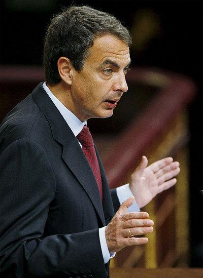 José Luis Rodríguez Zapatero, durante su comparecencia en el Congreso para informar de las medidas que tomará el Ejecutivo para acelerar la reducción del déficit.