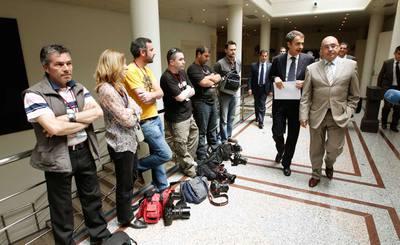Los fotógrafos de prensa se plantaron el martes ante el presidente Zapatero en protesta por la detención de dos reporteros gráficos.