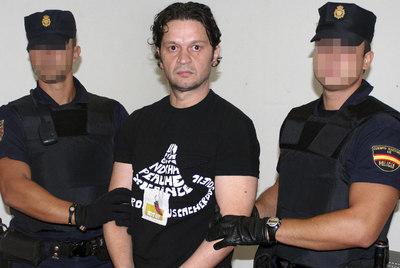 El montenegrino Rifat Hadziahmetovic, miembro de la banda de atracadores The Pink Panther Gang, ha sido extraditado a Japón, donde es uno de los fugitivos más buscados tras robar una tiara de dos millones de euros.