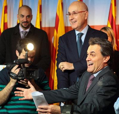 Artur Mas y Josep Antoni Duran (de pie), en la reunión de la ejecutiva de CiU.