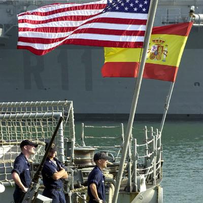 Popas de la fragata española  Navarra  y la estadounidense  Nicholas , en la base de Rota.