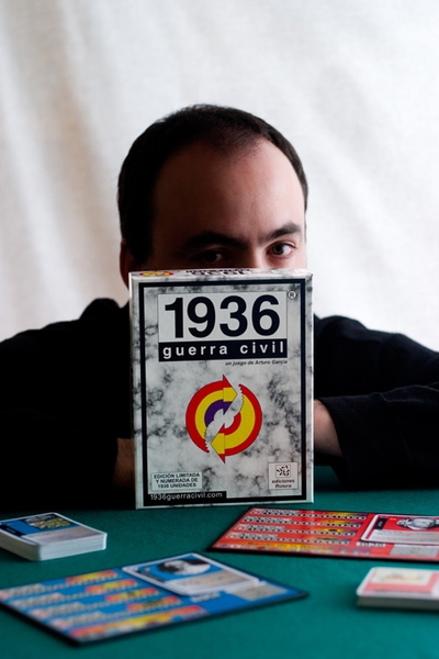 Arturo García with his Civil War game.