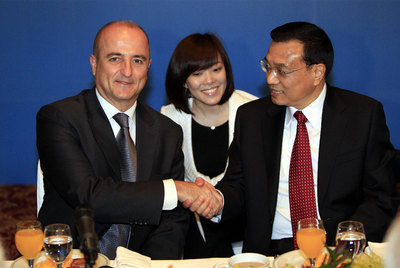 Industry Minister Miguel Sebastián with executive Vice Premier Li Keqiang in Madrid.