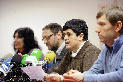 Marian Beitialarrangoitia, Txelui Morenop, Legorburu y Rufi Etxeberria, durante la rueda de prensa en San Sebastián.