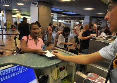 Alba, ecuatoriana de 58 años, el día que regresaba a su país tras haberse quedado sin trabajo en España, en mayo de 2009.
