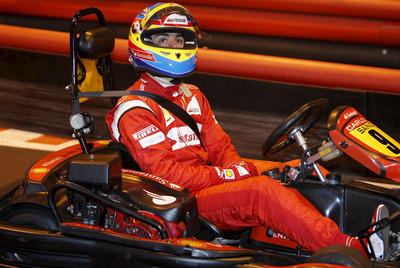 Fernando Alonso, durante una carrera de karts organizada por el Banco Santander.