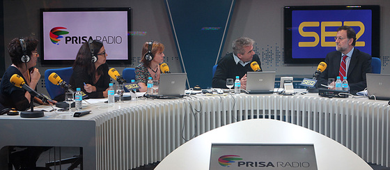 Mariano Rajoy, durante la entrevista realizada por Angels Barceló, Montserrat Dominguez, Gemma Nierga y Carles Franscino.