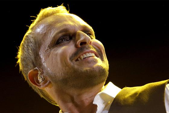 Miguel Bosé, durante su concierto en el Palacio de Deportes.