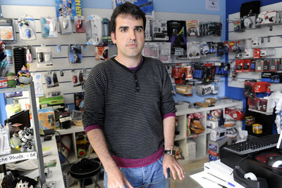 Alejandro Fernández in his computer shop in Avilés.