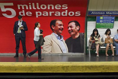 The Socialists filed a complaint over these PP ads, which show Zapatero and Tomás Gomez laughing next to the words