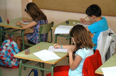 Niños del colegio León Felipe de San Sebastián de los Reyes, durante el examen.