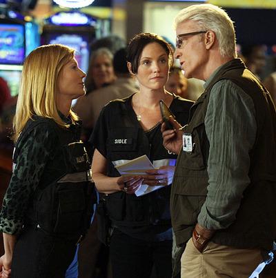 Marg Helgenberger, Jorja Fox y Ted Danson en el rodaje de CSI Las Vegas