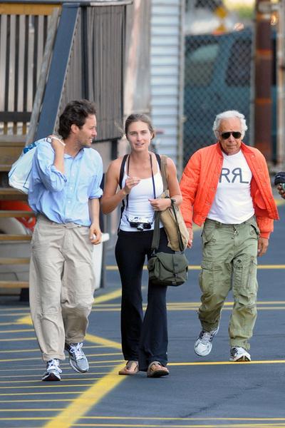 Lauren Bush y David Lauren, junto al padre de este, el diseñador Ralph Lauren, pocos días antes de la boda
