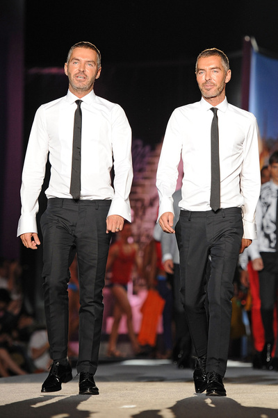 Antes de diseñar los trajes oficiales de los jugadores del Barça ?y de convertir a Pep Guardiola en su icono?, los gemelos de Dsquared2 vistieron a los futbolistas del Juventus en 2006. También han firmado el vestuario de giras de Madonna y Britney Spears.