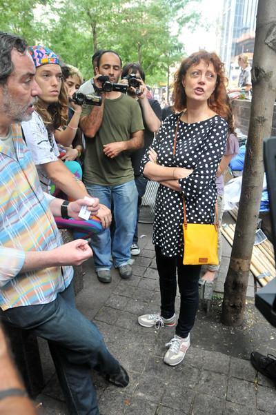 La actriz Susan Sarandon, con los manifestantes de Wall Street, el 27 de septiembre de 2011