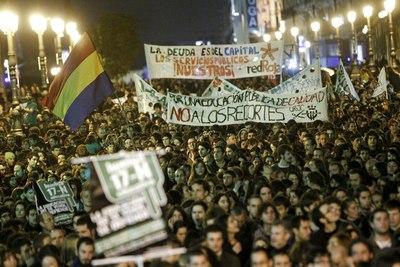 Miles de personas marchan desde Neptuno a Sol en apoyo a la Educación pública.