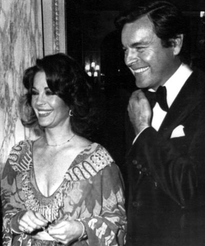 La actriz Natalie Wood y su marido, el actor Robert Wagner, en una imagen de 1976