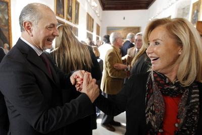 El alcalde de Manises, Enrique Crespo, celebra su premio en la Lotería de Navidad.