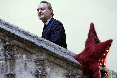 Alberto Fabra en el Palau de la Generalitat tras una rueda de prensa, el pasado viernes.
