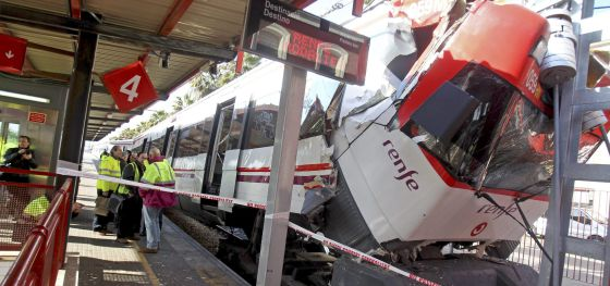 The driver of a train that crashed into the buffer at Mataró station (Barcelona) has been taken to hospital with serious injuries.