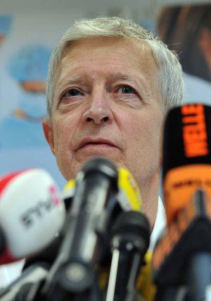 El doctor Wolfgang Koller durante la rueda de prensa en que se anunció que lo más probable es que Juan Friso no recobre la memoria, el 24 de febrero de 2012.