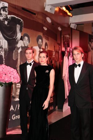 De izquierda a derecha, Pierre, Carlota y Andrea, los tres hijos mayores de Carolina de Mónaco, en el Baile de la Rosa, en Mónaco, en marzo del año pasado.