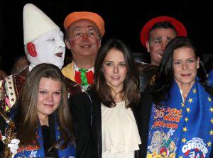 Estefanía de Mónaco, con sus hijas Camila y Paulina, en el Festival de Circo de Montecarlo, el pasado 19 de enero.