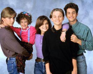Parte del reparto de 'Los problemas crecen', con Leonardo DiCaprio y Kirk Cameron a la derecha.