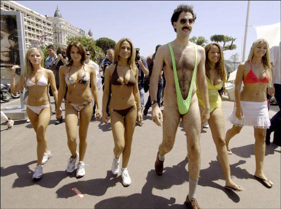 Sacha Baron Cohen pasea por Cannes en 2006 para promocionar la película 'Borat'.