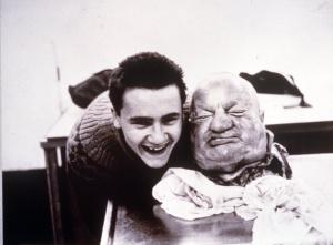 'With dead head': con 16 años, Damien Hirst se fotografió junto a la cabeza seccionada de un cadáver.