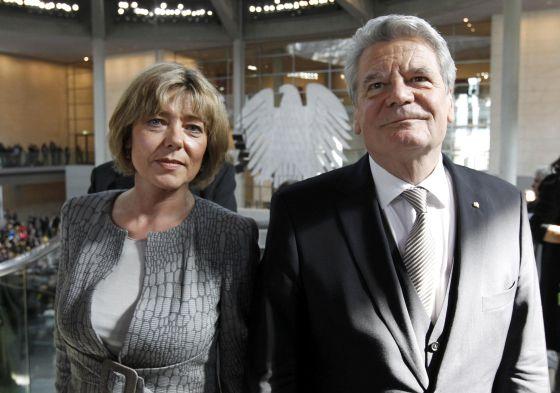 El presidente alemán Joachim Gauck y su compañera, Daniela Schadt, en una imagen de marzo de 2012.