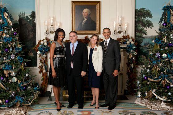 José Andrés y su esposa, Patricia, en la recepción de las pasadas Navidades en la Casa Blanca, junto a Michelle y Barack Obama.