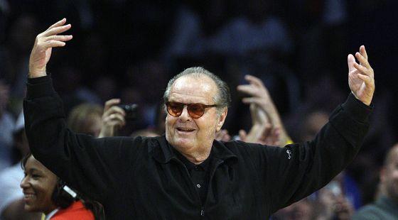 Jack Nicholson festeja su cumpleaños en la pista de los Lakers