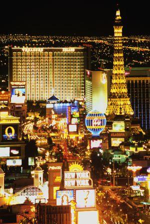 Imagen aérea de The Strip en Las Vegas, un tramo de 6,8 km del Bulevar Sur que concentra muchos de los negocios de Sheldon y Adelson, así como los casinos-hoteles más famosos de la ciudad del pecado