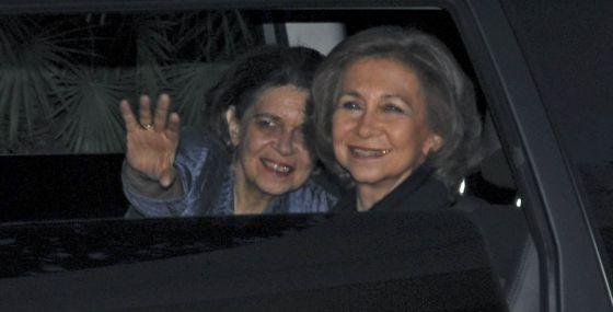 La reina Sofía, acompañada de Irene de Grecia, su hermana, en una imagen de mayo de 2008.