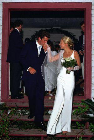 John F. Keneddy Jr. y Carolyne Bessette, el día de su boda el 11 de septiembre de 1996.