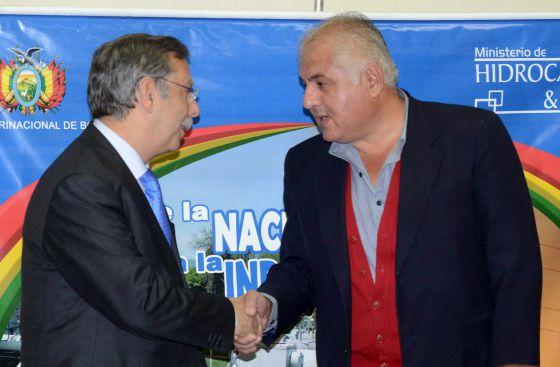 Bolivia's Hydrocarbons Minister Juan José Sosa (left) meets with REE president José Folgado.